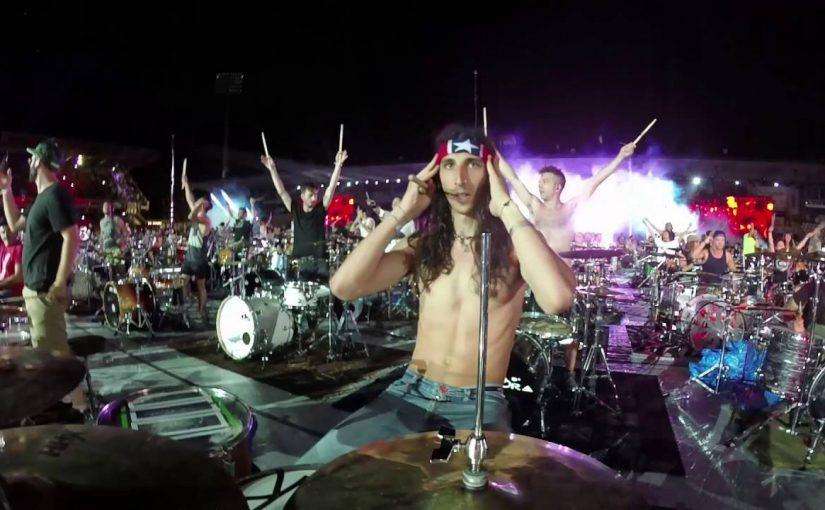 Seven Nation Army von 1000 Musikern zusammen gespielt – WOW